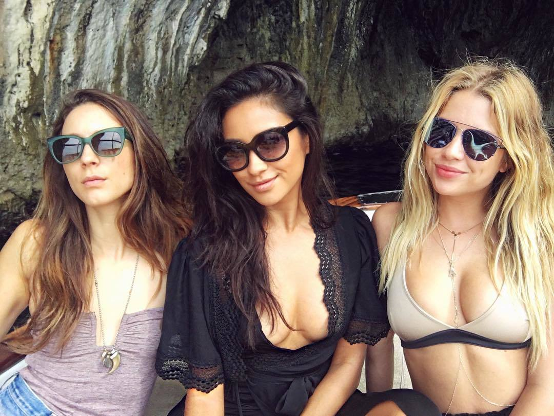 ashley benson, pll, pretty little liars, shay mitchell, troian bellisario