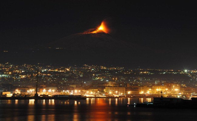 italy, the start of an eruption of Mt